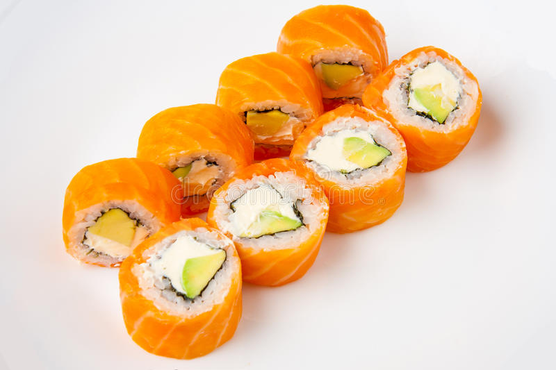Philadelphia-Sushirolle mit der Avocado und Frischkäse des geräucherten Lachses und lizenzfreie stockbilder