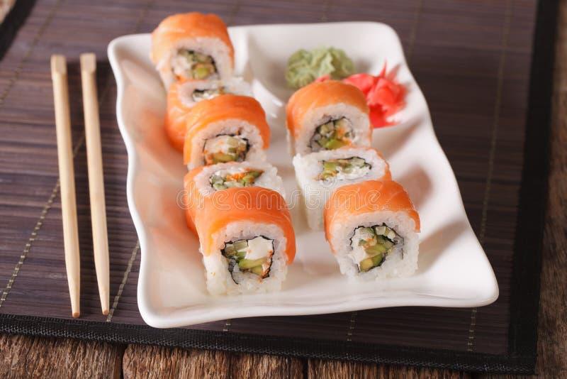 Philadelphia sushirulle med laxen tjänade som med wasabi och ginge arkivfoto