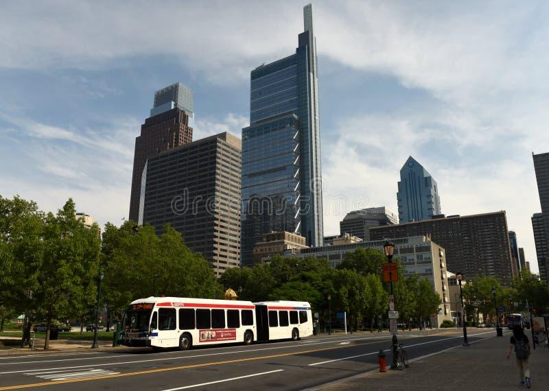 Philadelphia USA - Maj 29, 2018: Buss i centrum av Philadelphi royaltyfri bild