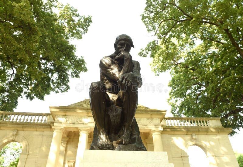 Philadelphia USA - Maj 29, 2018: Staty av tänkaren på ret royaltyfri foto