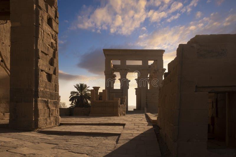 Philae tempel, Aswan, Egypten, ottaljus på templet, en populär destination för flodkryssningskepp från Luxor på Rien arkivbild