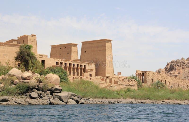 Philae tempel på den Agilkia ön som sett från Nilen egypt fotografering för bildbyråer