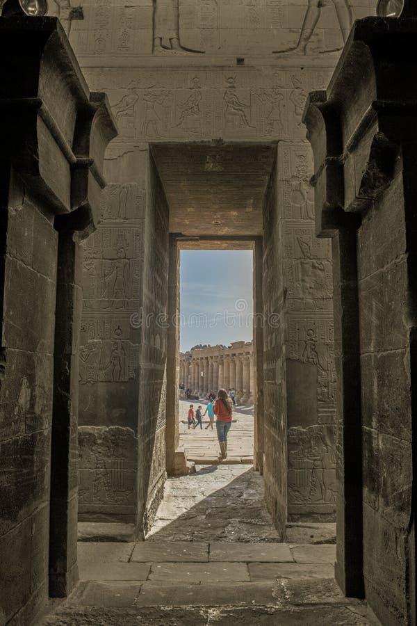 Philae wyspa w rezerwuarze Aswan depresji tama i świątynia, przetwarzające paliwa Aswan tama Nasser jezioro i, Egipt obrazy stock