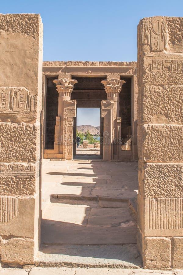 Philaetempel en eiland in het reservoir van de Lage Dam van Aswan, stroomafwaarts van de Aswan-Dam en het Meer Nasser, Egypte stock afbeeldingen