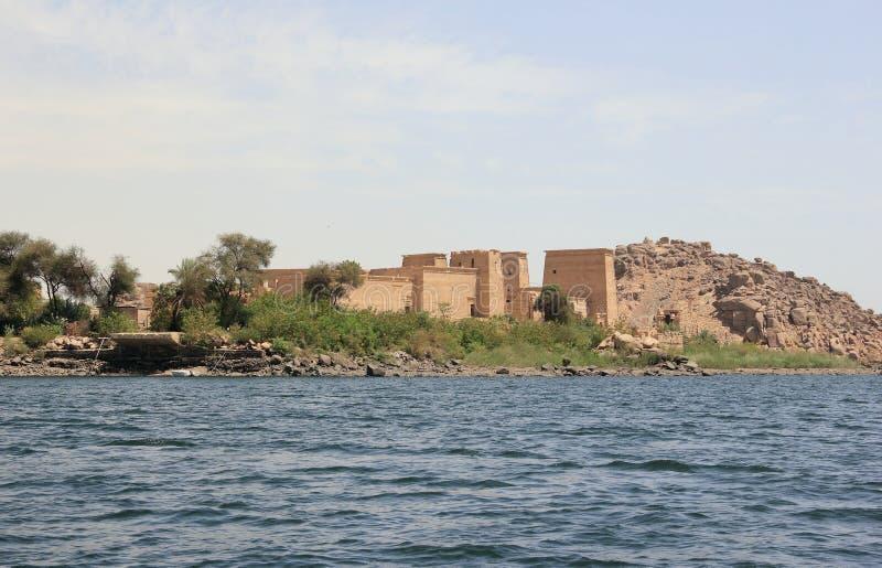 Philaetempel op Agilkia-Eiland zoals die van de Nijl wordt gezien Egypte stock fotografie