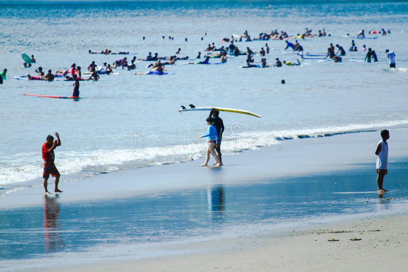 PHILIPPINES-SURFING-SUMMER lizenzfreies stockbild
