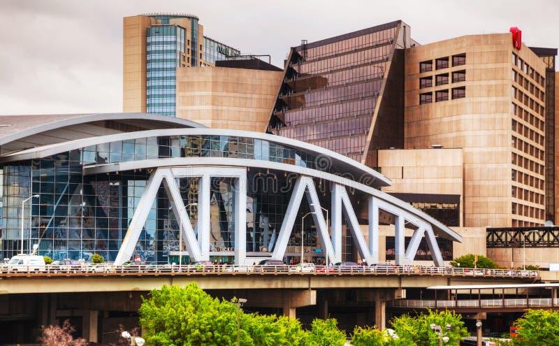 Philips Arena och CNN-mitt i Atlanta royaltyfri bild