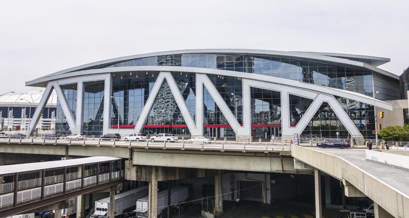 Philips arena w Atanta śródmieściu ATLANTA GRUZJA, KWIECIEŃ, - 21, 2016 - Duży Atlanta pisze list - fotografia stock