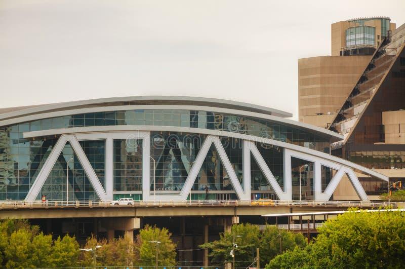 Philips Arena y centro de CNN en Atlanta, GA foto de archivo