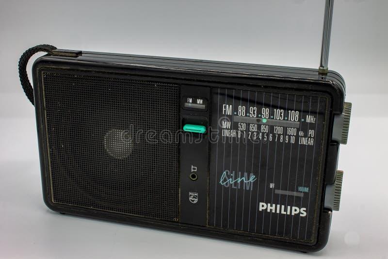 Philips-transistor De radio's waren zeer groot, bevattend twee sprekers en een cassettespeler stock foto's