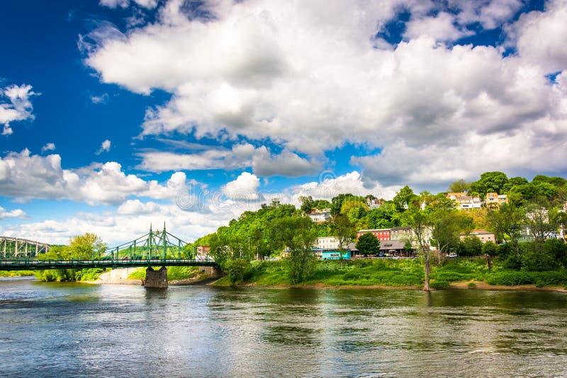 Phillipsburg, New Jersey, vu à travers le fleuve Delaware de l'ea image libre de droits