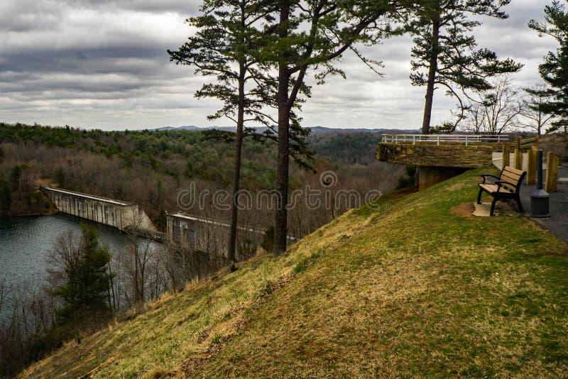 Philpott湖水坝和观看的平台 库存照片