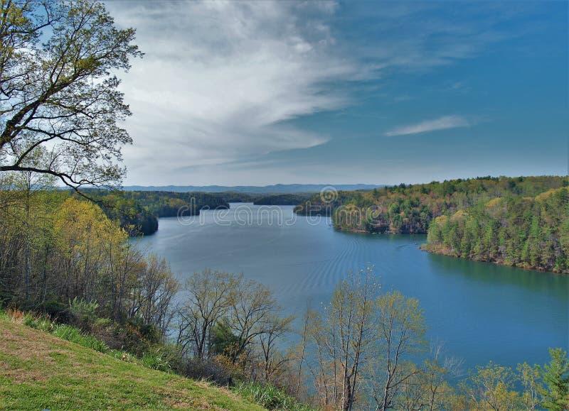 Philpott sjö i den blåa Ridge Mountains fotografering för bildbyråer