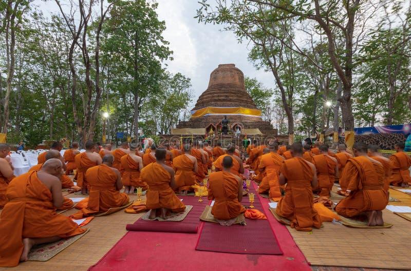 Phitsanulok-Provinz, Thailand-2019 Mai, viel Buddhismus, auf großem Pagode und Signal-König Narasuan sich hinzusetzen, sind sie b lizenzfreie stockfotografie