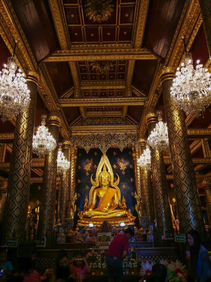 PHITSANULOK THAILAND - OKTOBER 31, 2018: Buddhastaty i Phra Sri royaltyfri bild