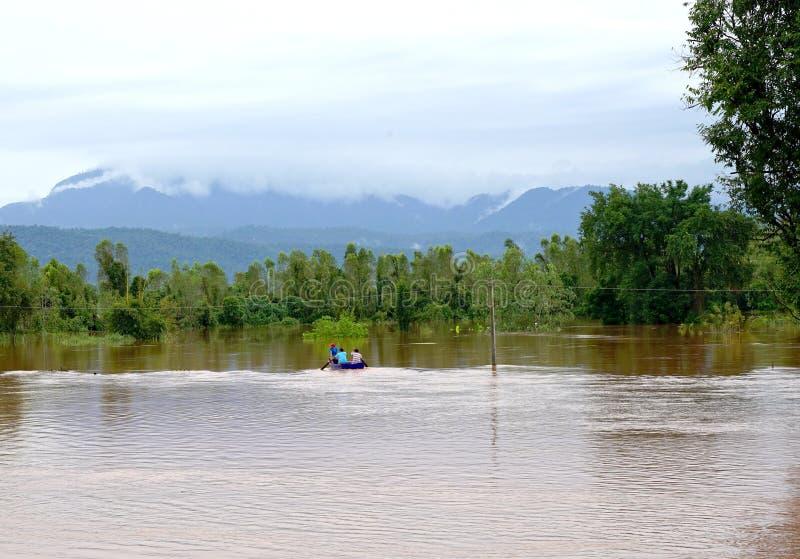 Phitsanulok Thailand September 16,2017: Störtflod vid röd tur royaltyfri bild