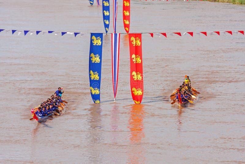 Download PHITSANULOKE, THAÏLANDE - 21 SEPTEMBRE : Équipage Non Identifié De Technique De Cuisson Dans Le Long Festival Thaïlandais Traditi Photo stock éditorial - Image du captation, fleuve: 56479443