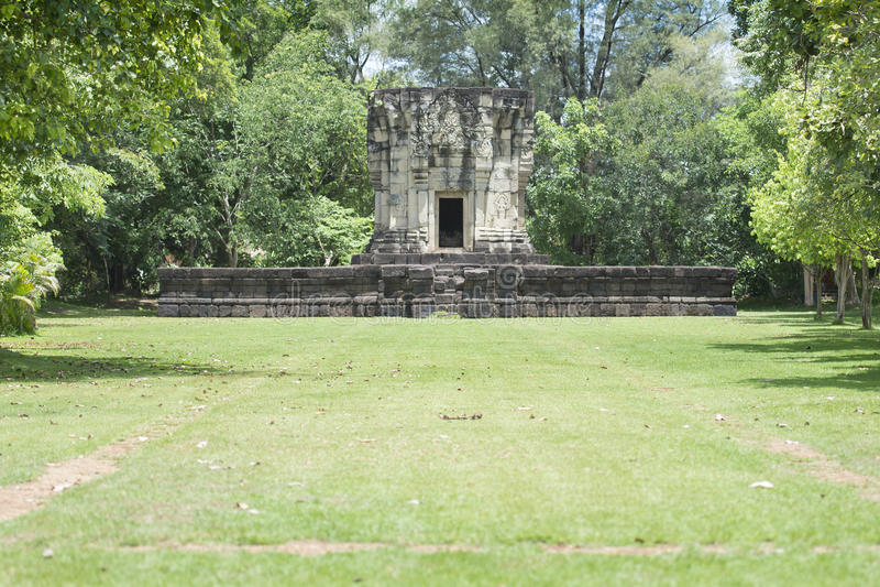 Download Phluang圣所在素林,公共场所 库存照片. 图片 包括有 雕象, 遗产, 公共, 高棉, 天空, 安哥拉猫 - 72370704