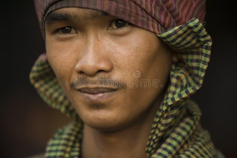 Phnom Pehn, Cambodge - 22 janvier 2011 : Jeune Cambodgien souriant photos stock