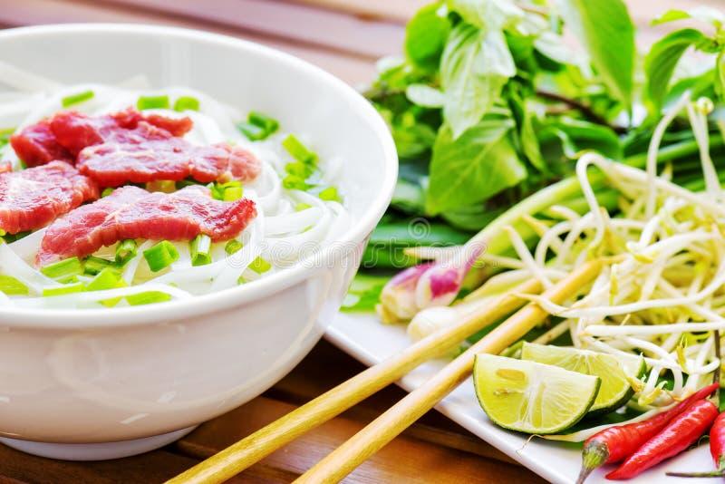 Pho Bo是牛肉汤面 普遍的街道食物在越南 免版税库存照片