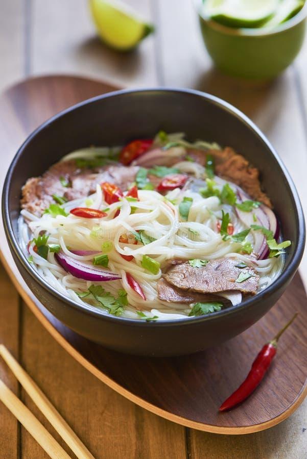 Pho bo,米线汤用切的牛肉 免版税库存图片