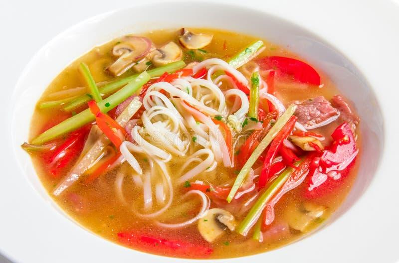 Pho BO, sopa vietnamita con los tallarines de arroz, carne de vaca foto de archivo libre de regalías