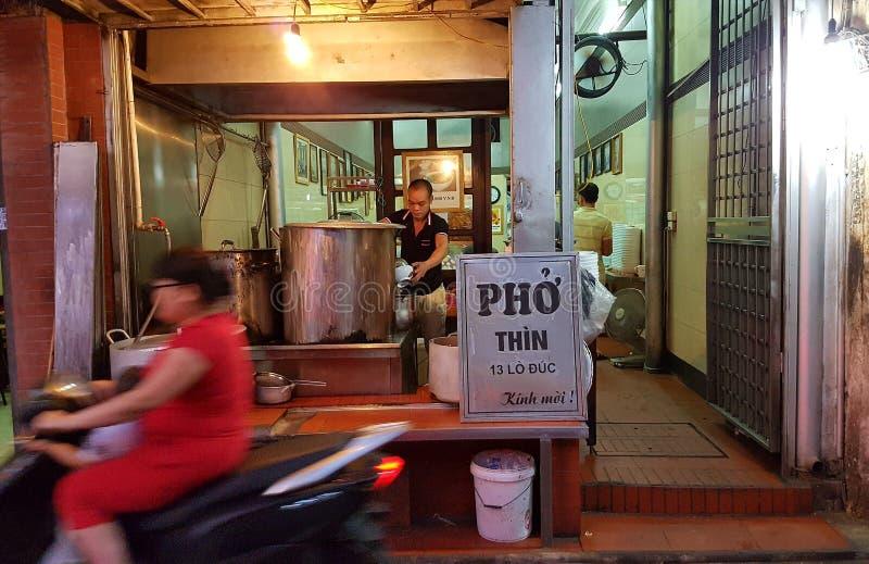 Pho shoppar, Hanoi, Vietnam royaltyfria bilder