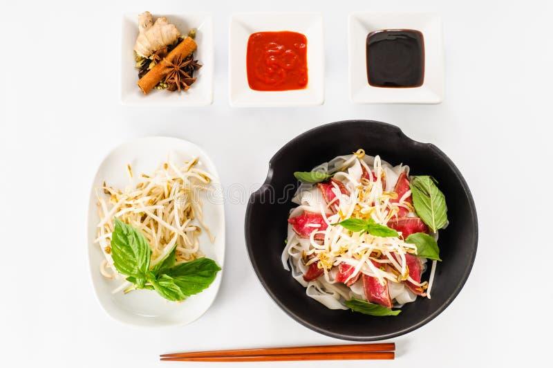Pho - sopa de macarronete rara vietnamiana da carne imagem de stock