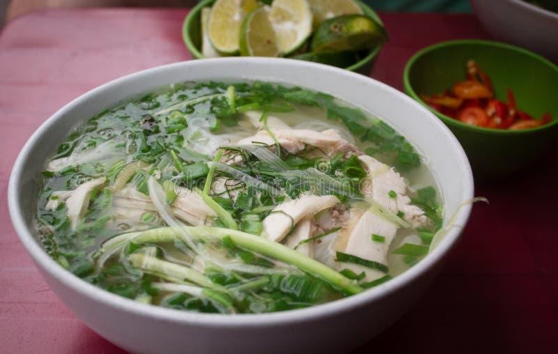 Pho - sopa de pollo de los tallarines de arroz imagen de archivo libre de regalías