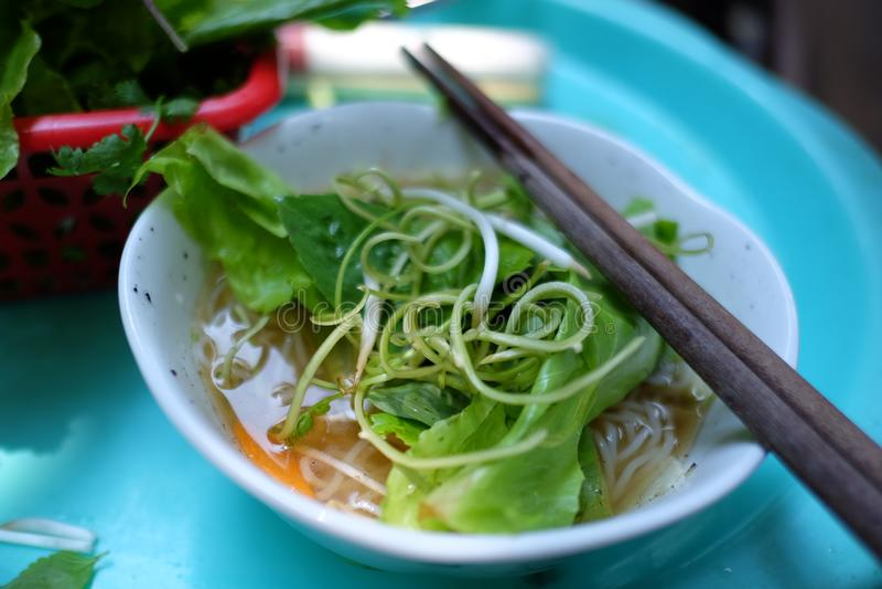 Pho vietnamita auténtico de la comida de la calle fotografía de archivo