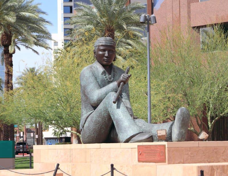 Phoenix Arizona: Doug Hyde Sculpture - koden Pratmakare, 1989 royaltyfri foto