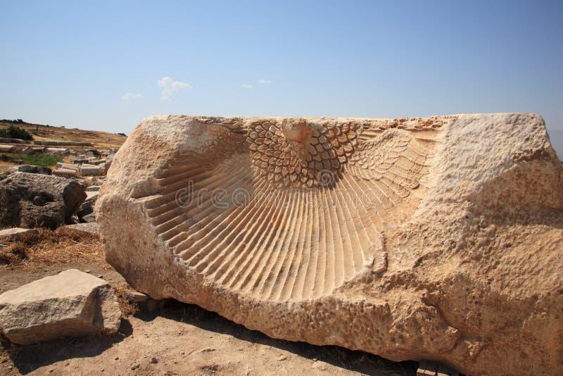 Phoenix dat in de ruïnes van Hierapolis wordt gesneden royalty-vrije stock foto