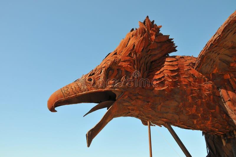 Phoenix en Dragon Metal Sculpture bij de Woestijnca van Anza Borrego stock afbeeldingen