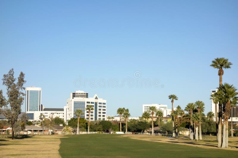 Phoenix som är i stadens centrum som sedd från Encanto, parkerar, AZ arkivfoton