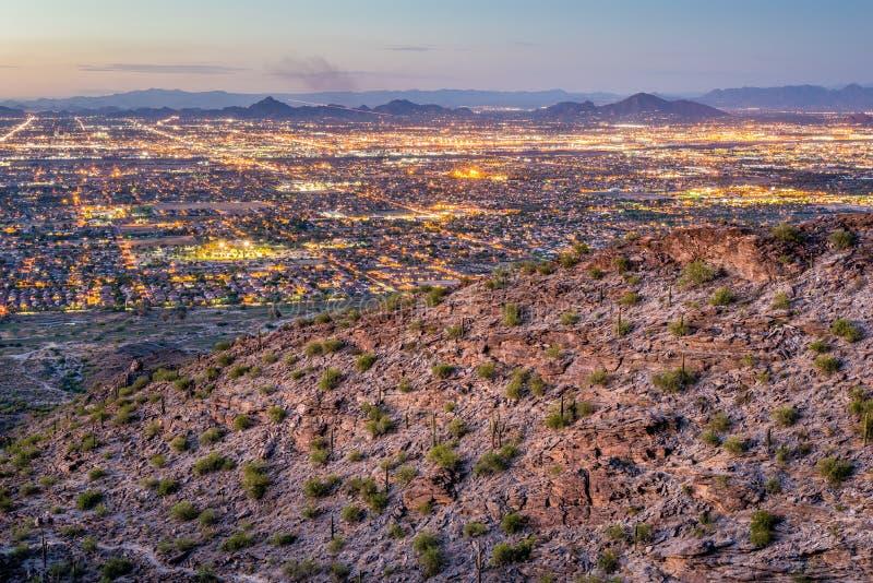Phoenix-Stadtbild nach Sonnenuntergang lizenzfreie stockfotografie
