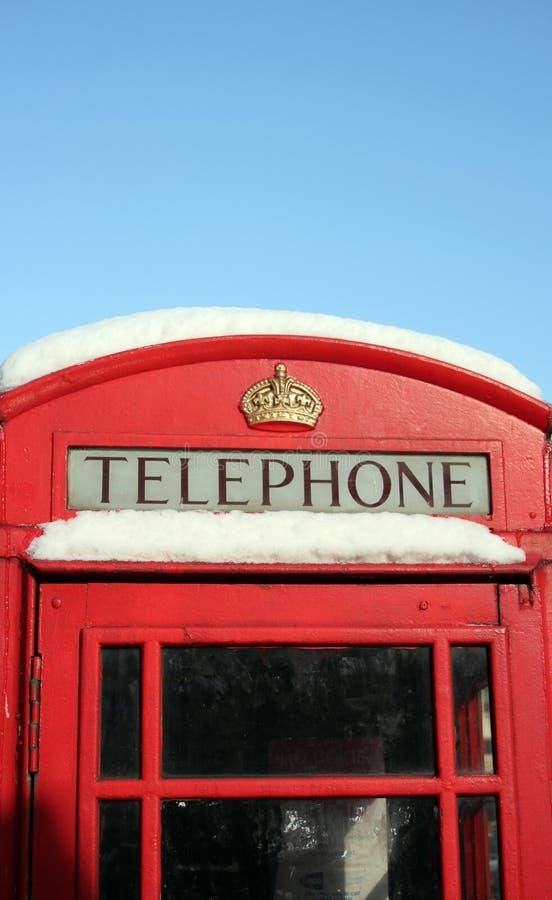 Phome-Kasten, London, Großbritannien 2/3/18 - roter London-Telefonkasten im Schnee, Tier vom Osten/vom Sturm Emma lizenzfreies stockfoto