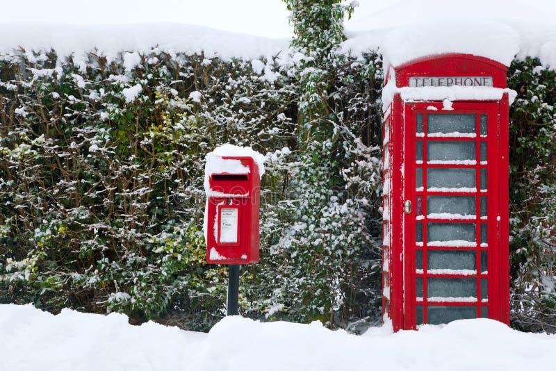 Download Phonebox κόκκινο χιόνι στοκ εικόνα. εικόνα από πρωινός - 17057063