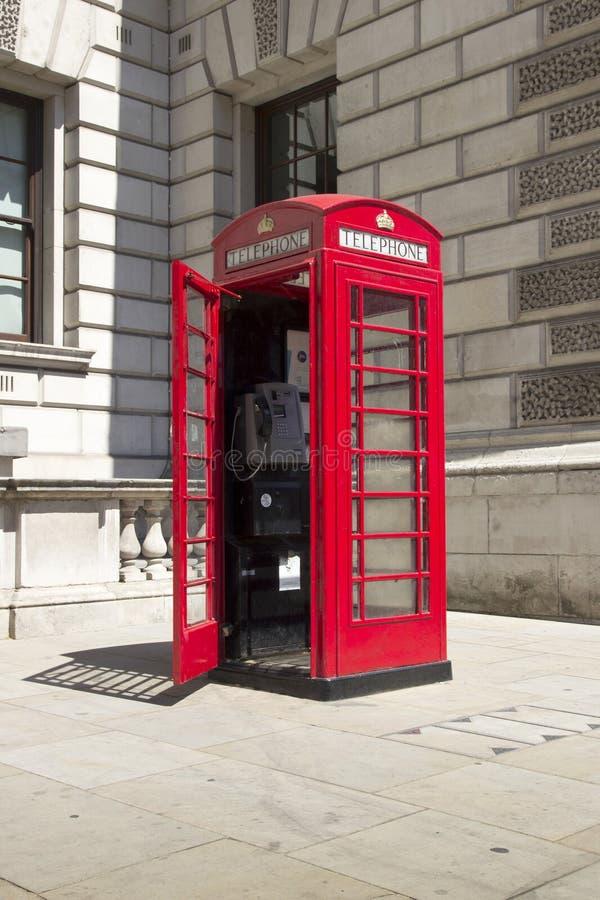 Phonebox public rouge traditionnel Westminster Parliament Square, Westminster, Londres, Angleterre, images libres de droits