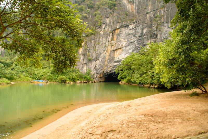 Phong Nha, пещера челки Ke, изумлять, чудесный cavern на Bo Trach, Quang Binh, Вьетнаме стоковое фото