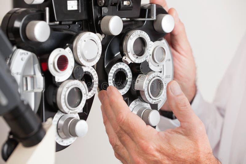 Phoropter pour un examen d'oeil image stock