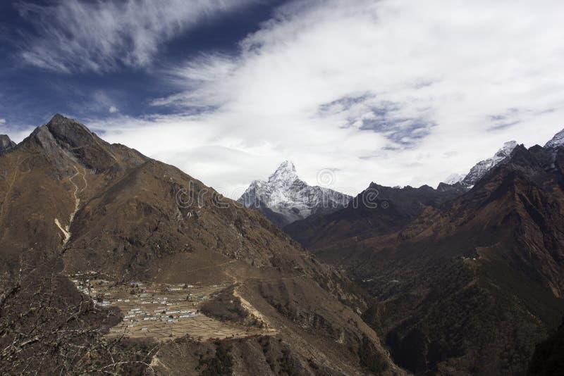 Phortse - by på 3840 meter i Khumbu-dalen i Nepal royaltyfri foto