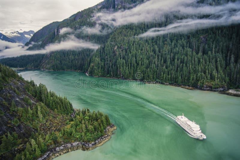 Photo aérienne de bateau de croisière de l'Alaska image stock