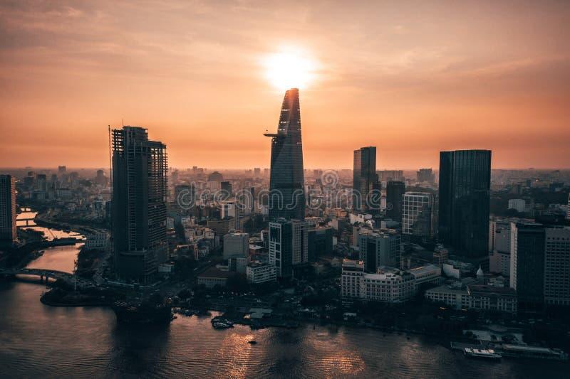 Photo aérienne de bourdon - horizon de Saigon Ho Chi Minh City au coucher du soleil vietnam photo libre de droits