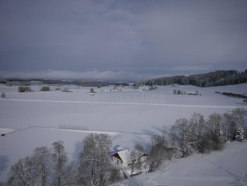 Photo aérienne de village en hiver image libre de droits
