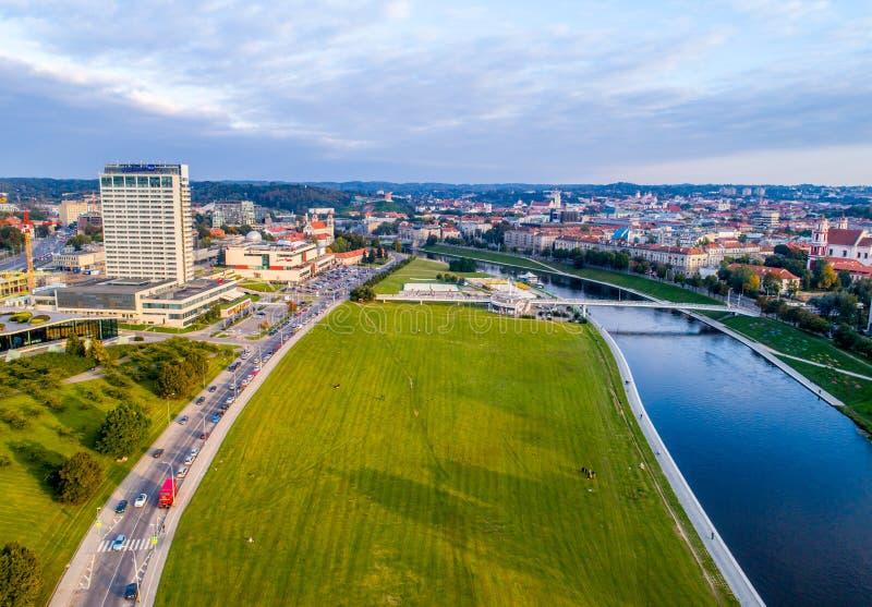 Photo aérienne de Vilnius, rivière Neris photographie stock libre de droits