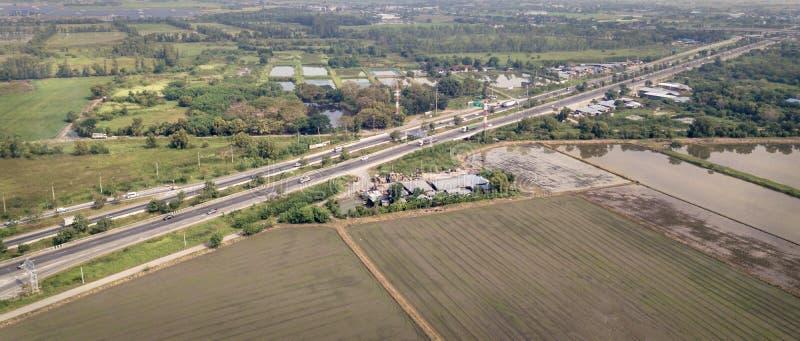Photo aérienne des champs et de la route de paysage images stock