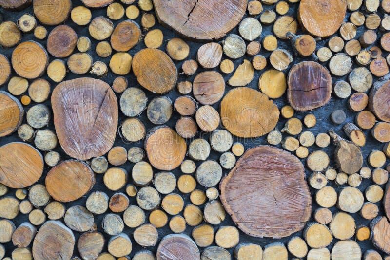 Photo abstraite d'une pile des rondins en bois naturels fond, vue supérieure photo stock