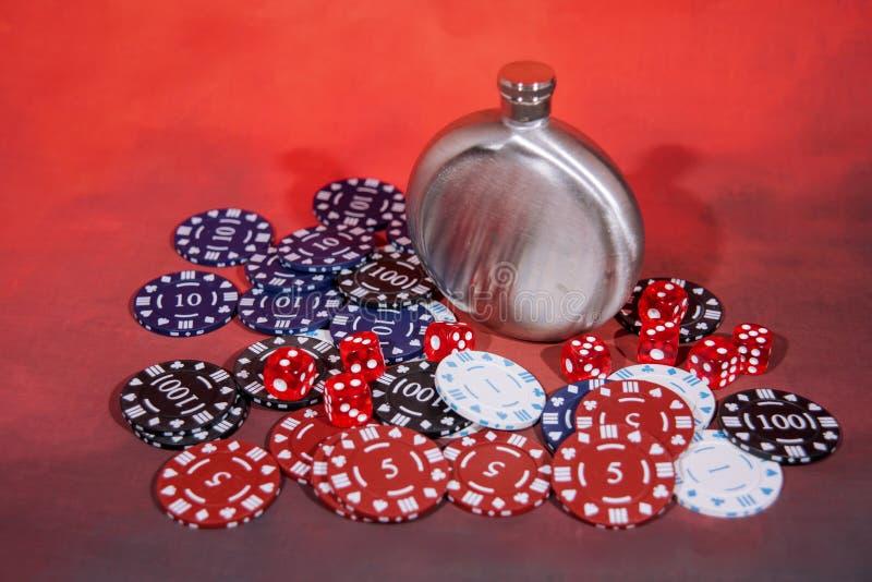 Photo abstraite de casino Jeu de poker sur le fond rouge Thème du jeu photos stock