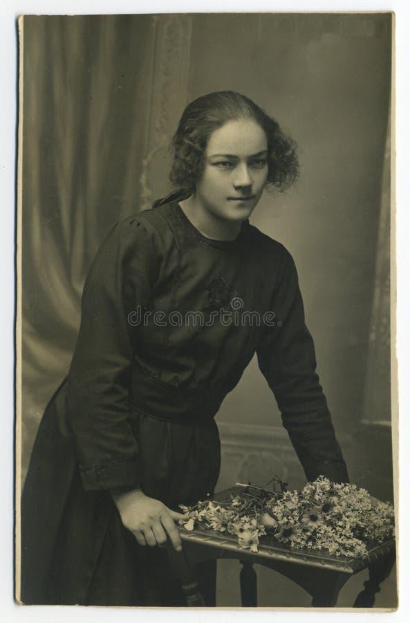 Photo antique de l'original 1925 - jeune femme images stock