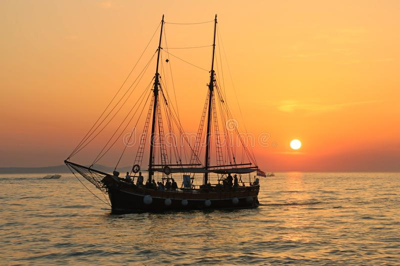 Photo Of Black Ship On Body Of Water During Sunset Free Public Domain Cc0 Image